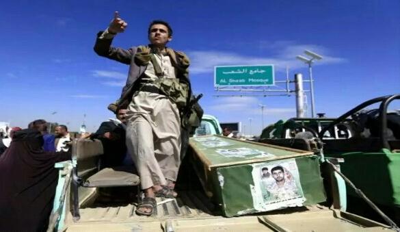 شاهد ماذا عثر بحوزة أحد قتلى جماعة الحوثيين في الساحل الغربي(صور)
