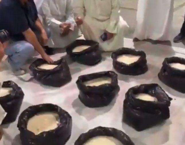 الكويت تشتبه في حاوية مواد غذائية قادمة من إيران .. وعند تفتيشها كانت المفاجأة! (فيديو)