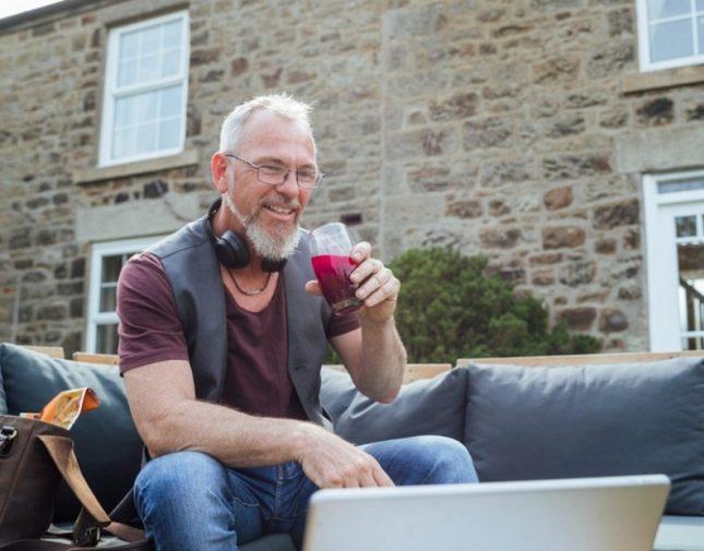 الكشف عن عصير طبيعي للعيش أطول فترة عمرية دون أمراض أو زهايمر